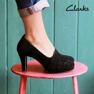 Clarks Delsie Joy Black Suede Pump